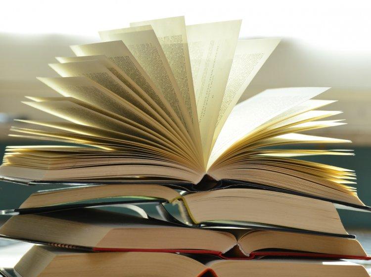 Böcker i en hög